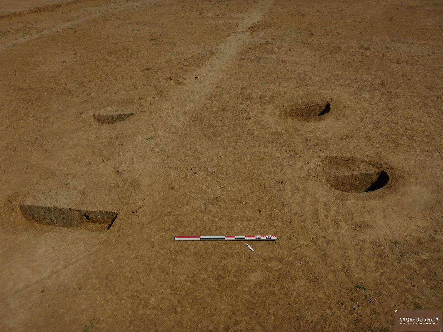 Grenier à quatre poteaux (La Tène finale ?) recoupé par un fossé gallo-romain