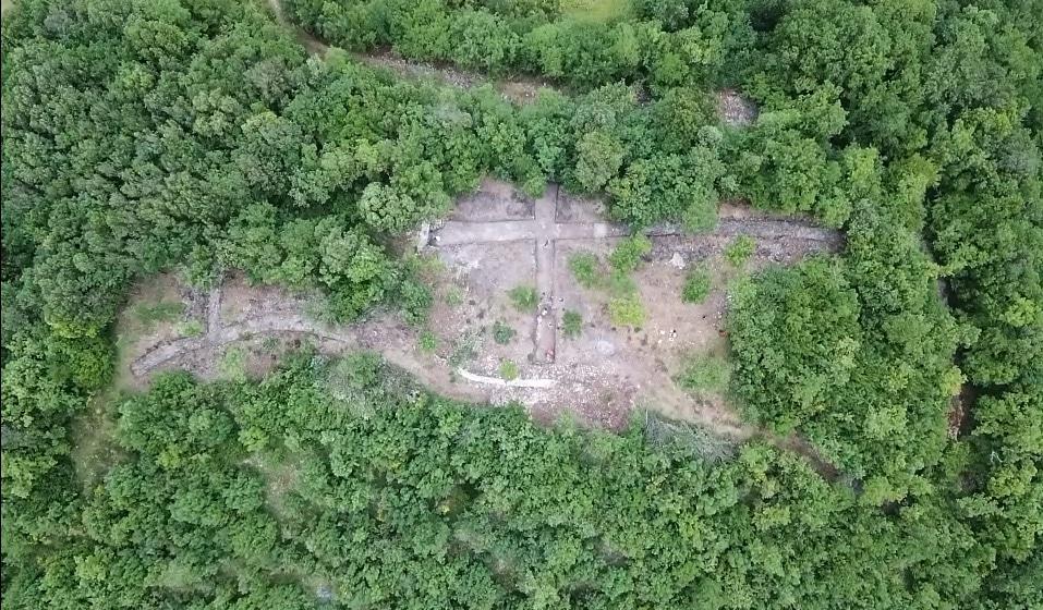 """Vue des tranchées ouvertes pour le chantier de fouille du sanctuaire de """"Leone"""""""