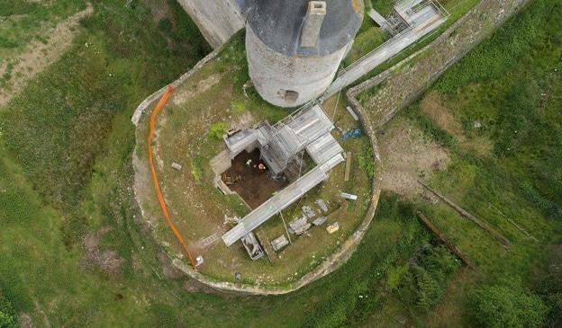 Vue verticale de la tour en cours de fouille (Ukko / Archeodunum)