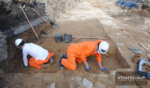 Fig. 11 : L'équipe au travail avec ses équipements de protection.