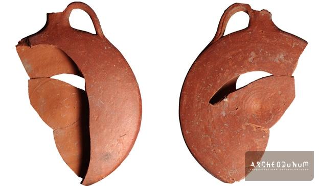 Fig. 6 : Gourde en terre cuite