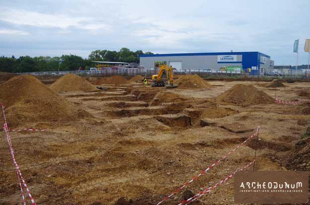 Monéteau - Le fossé néolithique en cours de fouille