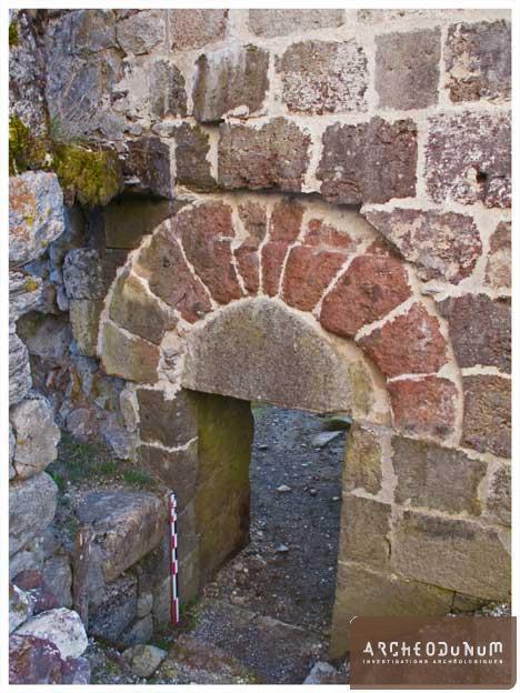 Figure 6 : porte sud de la façade occidentale de l'église