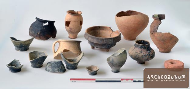 Dépôt de céramiques antiques après restauration