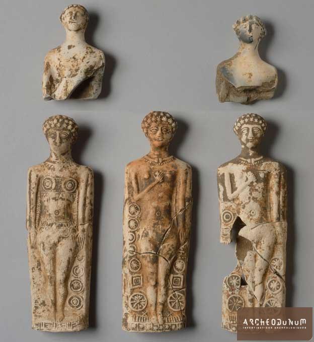 Villeneuve-sur-Allier - Figurines en terre cuite (Vénus à gaine) découvertes dans le comblement du fossé d'enclos du sanctuaire