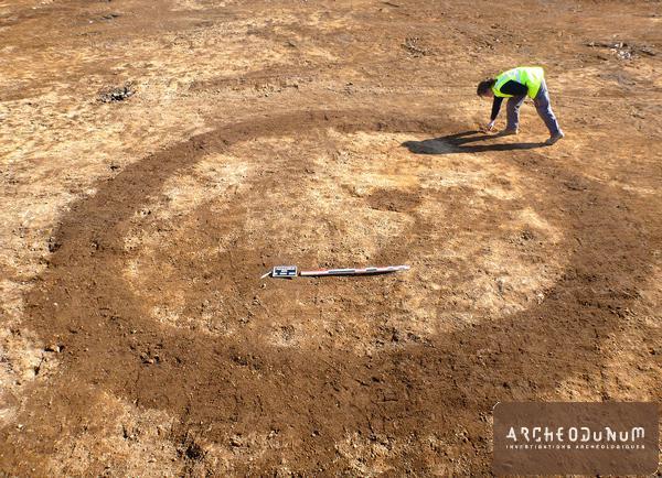 Enclos circulaire, probablement funéraire, de l'âge du Bronze.