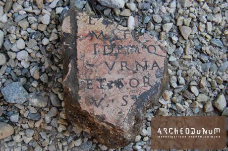 Fragment de plaque inscrite du théâtre antique de Vienne