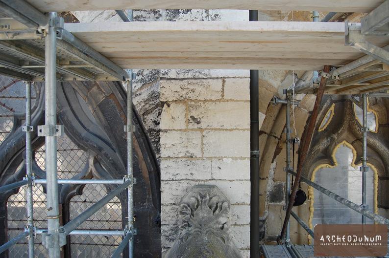 Vienne - Vue d'un contrefort et des fenêtres du clair-étage de la façade nord
