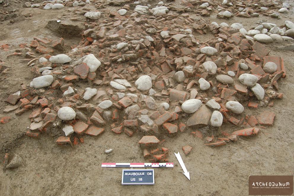 Valence - Surface d'une grande fosse remplie de matériaux de démolition du bâtiment à galerie nord.