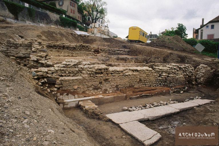 Mur de fermeture nord-ouest du portique, vue nord (Photo Fibbi-Aeppli, Grandson)
