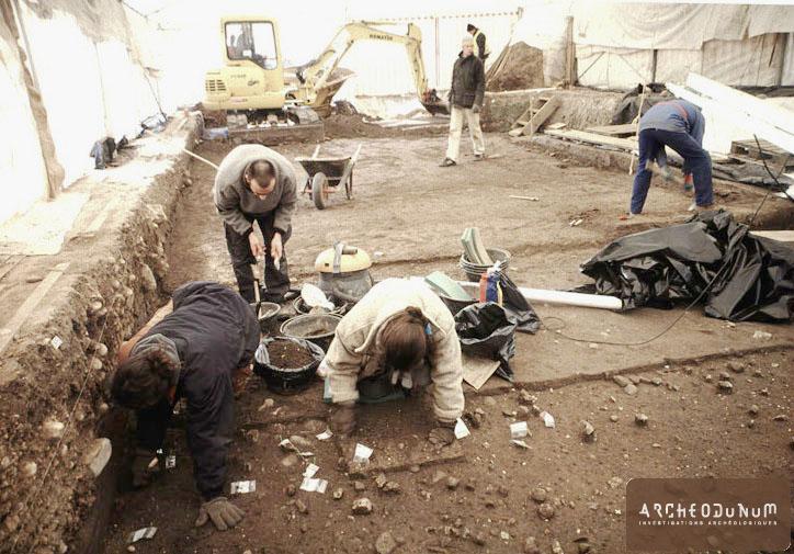 Décapage de niveaux renfermant de nombreux vestiges de faune. Fin du Mésolithique et début du Néolithique.