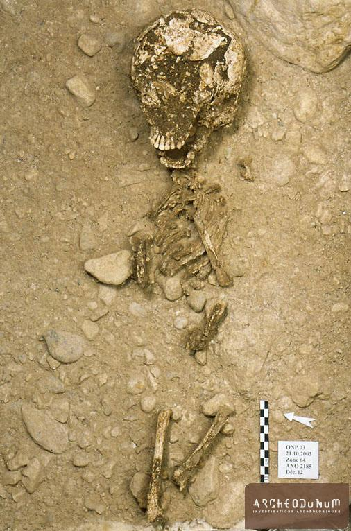Sépulture d'enfant datée par C14 du deuxième quart du 5e millénaire av. J.-C.