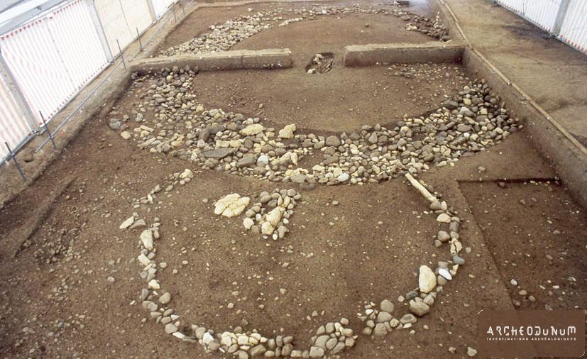 Vue générale des deux structures funéraires du Premier âge du Fer
