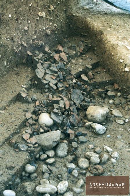Onnens - Détail de la zone de rejet Bronze final (Ha B) en cours de fouille
