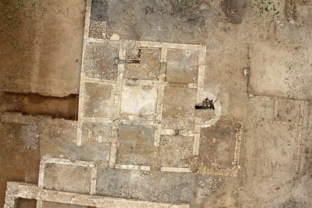 Vue drone verticale de l'établissement thermal. (cliché M. Chagny)