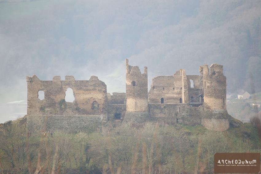 Saint-Rémy-de-Blot - Vue du château depuis l'est.