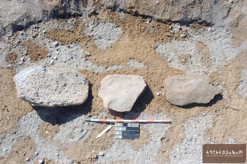 Niveau d'apparition de la fosse d'implantation de la tombe à inhumation du Bronze final.