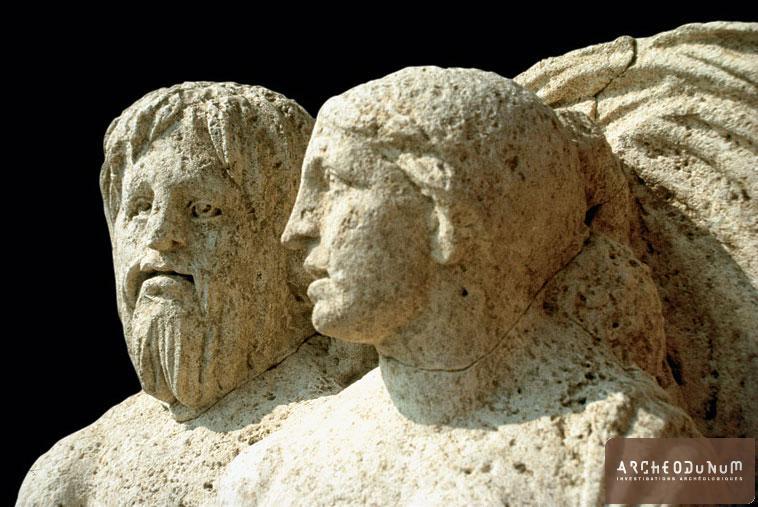 Groupe représentant un Triton et une Néréide. Monument funéraire nord.