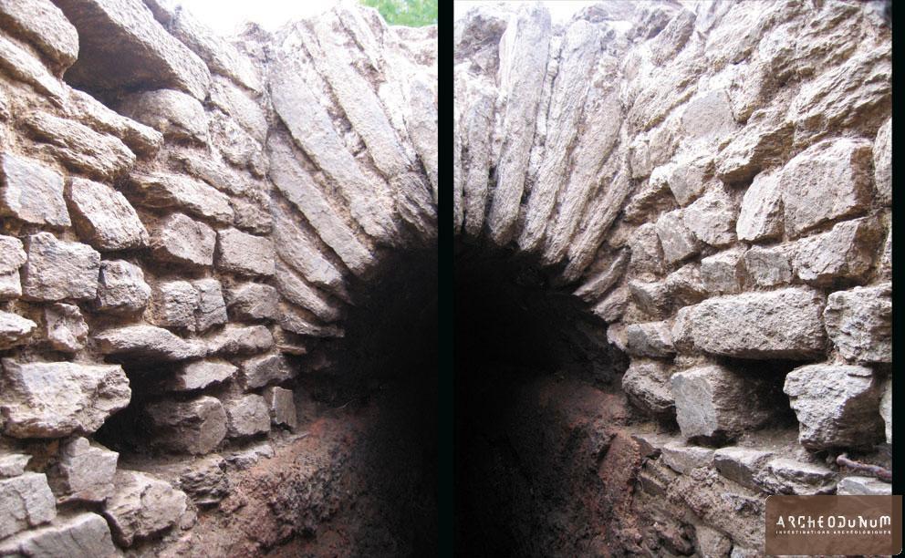 Vue d'un des côtés du regard (photomontage). A gauche et à droite de l'aqueduc, on distingue les marches de descente (opes) ménagées dans les parois du conduit.