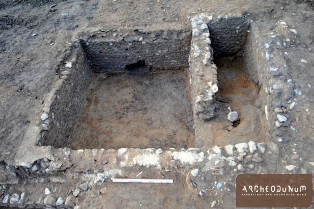 Bâtiment A, vue sud avec la destruction provoquée par la galerie dans M. 229