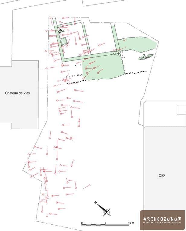 Plan des fouilles. En vert les aménagements de rives et le bâtiment romain