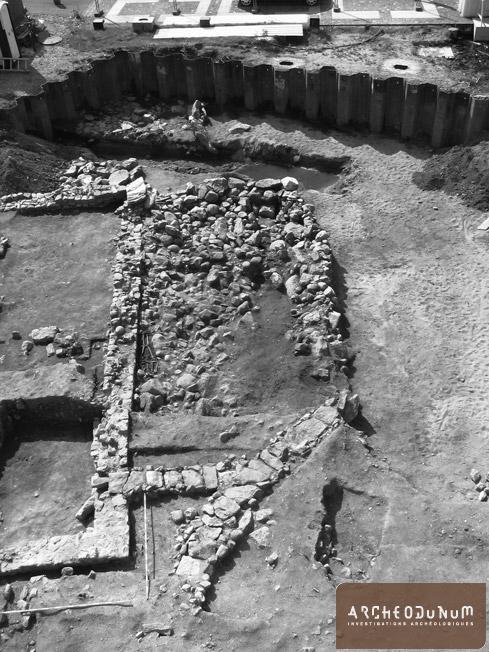 Aménagements de rives et bâtiment romains