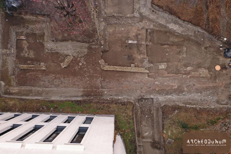 Clermont-Ferrand - Rue antique et école ultra-moderne