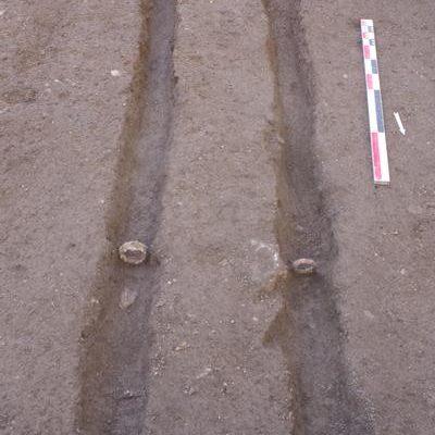Canalisations en bois, dont seuls subsistent les joints en fer.