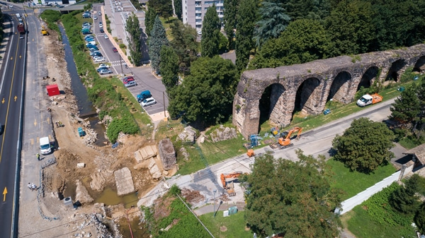 Vue aérienne de la fouille et de la moitié orientale du pont-siphon de Beaunant (cliché : Actuadrone).