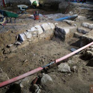 Vue d'un des caveaux de la salle capitulaire