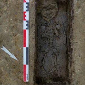 Sépulture en cercueil d'un très jeune enfant, XVIIe siècle