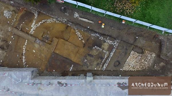 Tumulus protohistorique et habitat antique en cours de fouille
