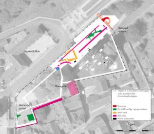 Plan phasé des vestiges superposé à une vue aérienne de 2017. Fond Geoportail