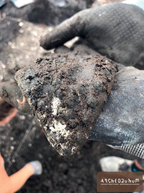 Fragment de semelle en cuir encore munie de ses clous
