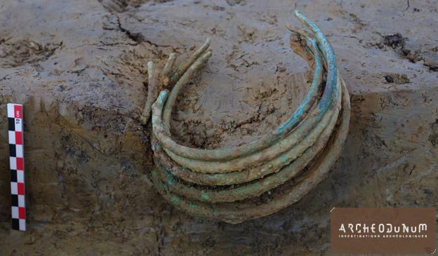 Fig. 7 : Les cinq torques de l'âge du Bronze ancien.